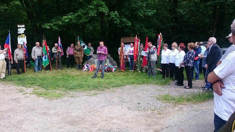 Pri obci Veľká Lodina sa spomínalo na obete banderovcov na Slovensku a Vzdor-strana práce tam nemohla chýbať: Kto boli banderovci a akých zverstiev sa dopustili?