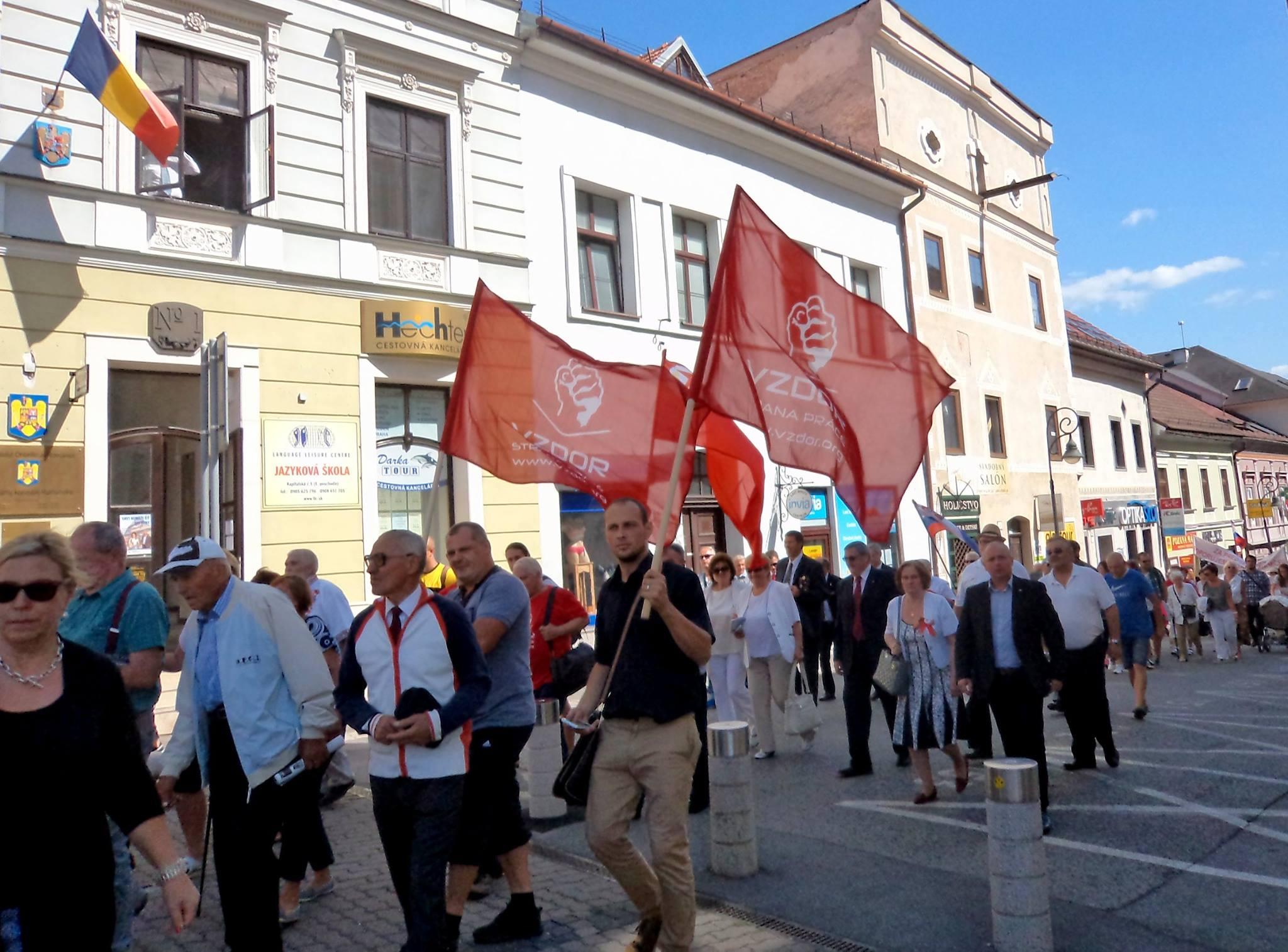 Vzdor-strana práce si uctila 73. výročie SNP na centrálnych oslavách v Banskej Bystrici: Zúčastnili sme sa aj početného antifašistického pochodu
