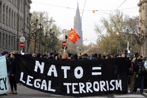 Most-Híd sa vyfarbil: Našu bezpečnosť majú garantovať vojaci a politici USA…